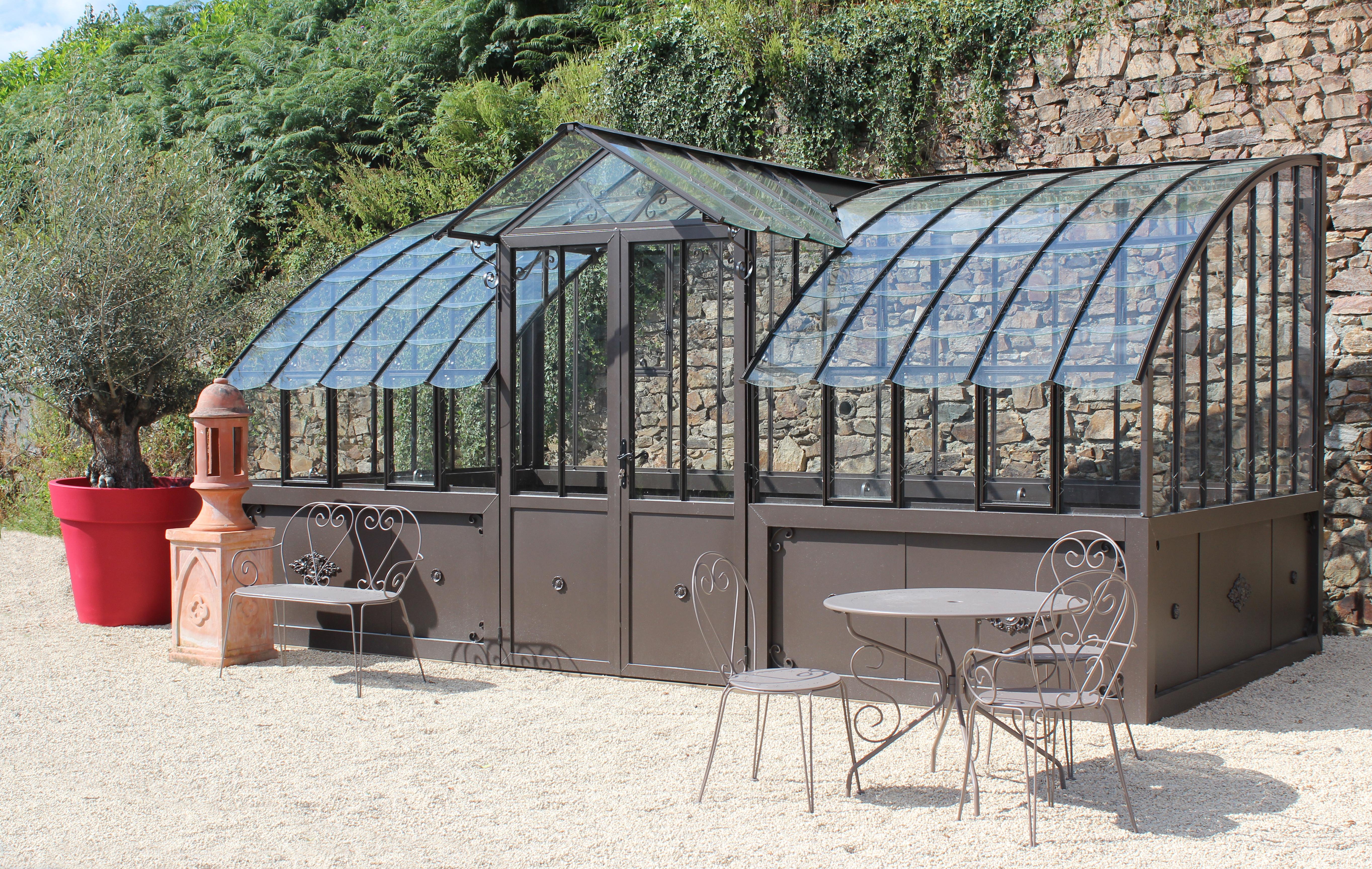 Serre l 39 ancienne avec dos vitr serre en verre l - Comment choisir une serre de jardin ...